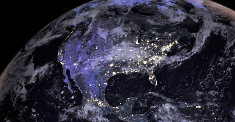 """""""أمازون"""" تخطط لتوفير الإنترنت من الفضاء"""