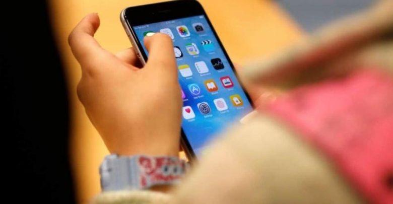 مساعد آبل Siri يسمح بإجراء مكالمات على آيفون مقفل