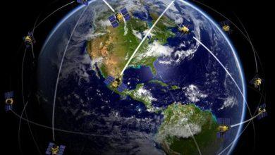 """Photo of """"إيلون ماسك"""" يعرض أول أقمار الإنترنت المجهزة للإطلاق"""