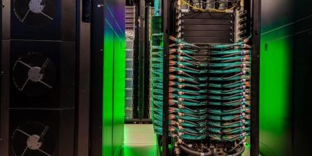 شركة إنتل تكشف عن أسرع حاسوب عملاق أكاديمي في العالم