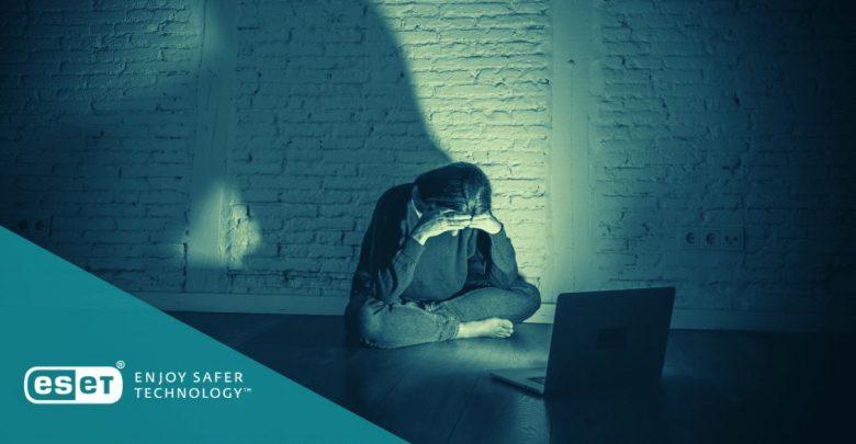 المضايقات الإلكترونية: ما يجب على المدارس والمعلمين القيام به