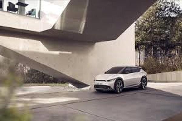 كيا تعرض صوراً تشويقية لـ EV6.. أولى سياراتها الكهربائية الفائقة