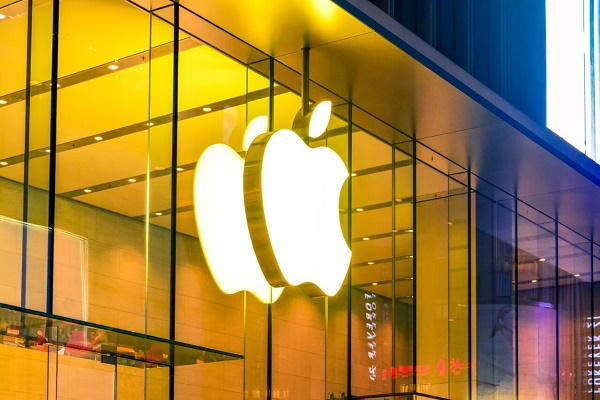"""المملكة المتحدة تحقق في استخدام Apple """"غير العادل"""" لمتجر تطبيقاتها"""