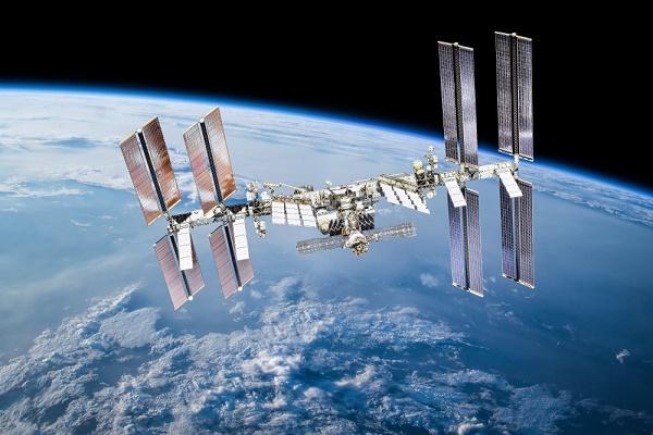 رغم خلافات بوتين وبايدن.. روسيا تؤيد مد التعاون الفضائي مع أميركا حتى 2030
