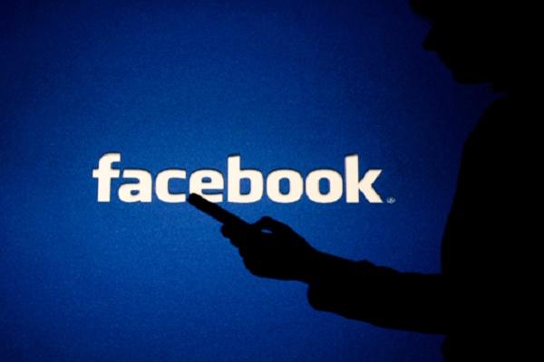 فيسبوك يستفيد من تراجع كلوب هاوس ويخطط لإطلاق تطبيق مماثل