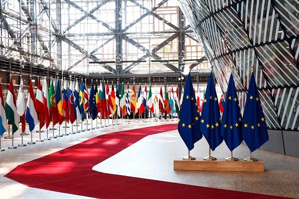 مطالب أوروبية بتعزيز الخصوصية في منصات التواصل الاجتماعي