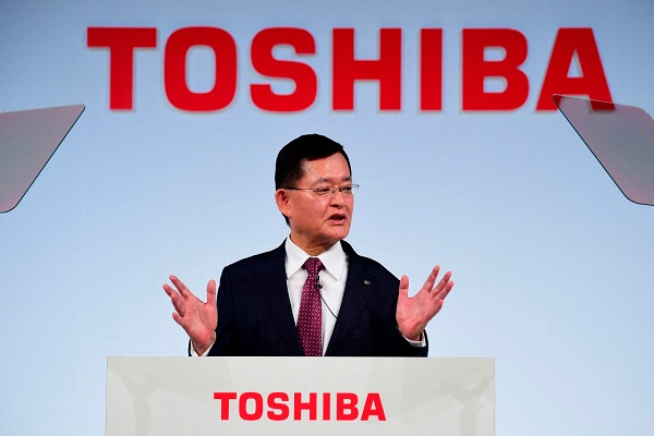 استقالة الرئيس التنفيذي لشركة توشيبا اليابانية وسط خلاف حول عرض استحواذ