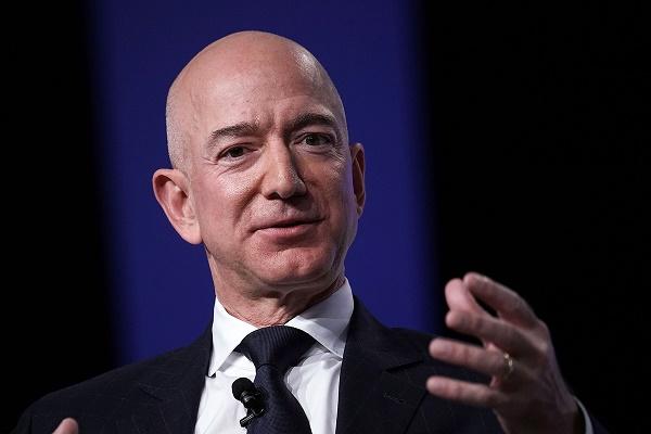 جيف بيزوس يدعم زيادة الضرائب على الشركات ويشيد بإدارة بايدن
