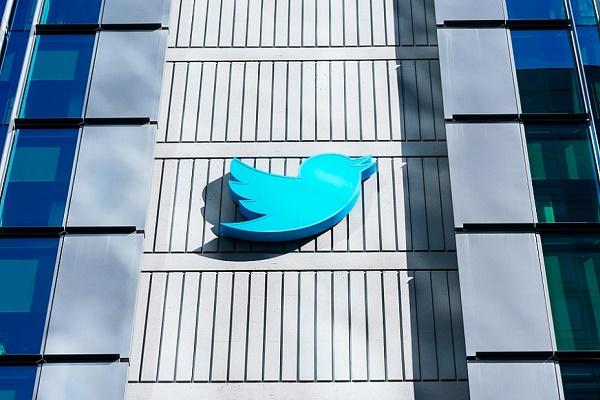 تويتر يدرس احتمالية تسبب خوارزمية نظامه الأساسي في أضرار غير مقصودة