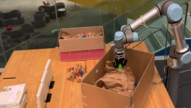Photo of روبوت RF-Grasp يستشعر الأشياء المخفيه