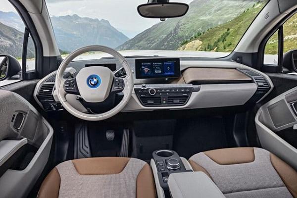 BMW تتوقف عن بيع سيارة i3 الكهربائية