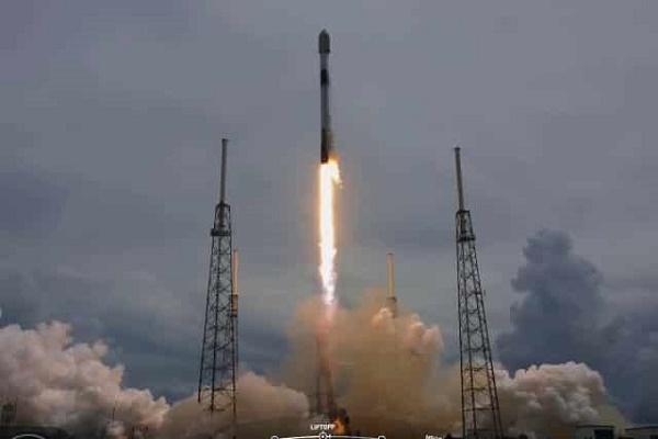 SpaceX تطلق 88 قمرًا صناعيًا إلى الفضاء
