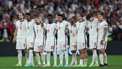 Photo of فيسبوك وتويتر تواجهان انتقادات بسبب لاعبي إنجلترا